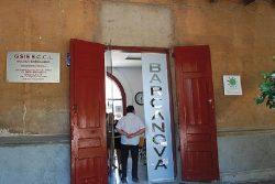Foto: Entrada a l'Escola barcanova situada al Castell de Can Taió / L'Informatiu